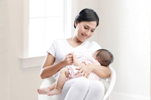 Chăm sóc dinh dưỡng cho trẻ trong thời kỳ bú mẹ